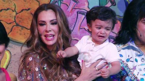 El bebito de Ninel Conde se puso a llorar cuando estuvo en el escenario...