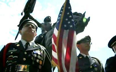 El Día de los Caídos en Guerra se conmemoró en el Monumento John Alexand...