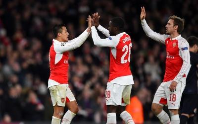 Arsenal golea y aún aspira a calificar