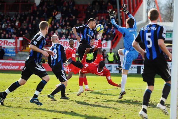 El club de la Premier pasó apuros al sufrir la expulsión d...
