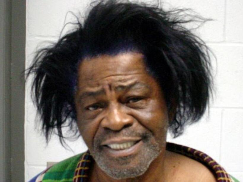 James Brown fue arrestado por violencia doméstica el 28 de enero de 2004.