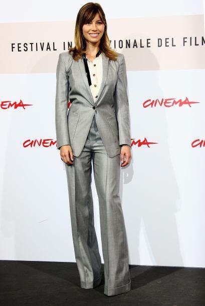 Jessica logró transformar un 'outfit' muy masculino en algo muy '...