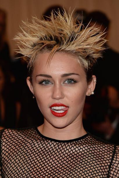 El caso contrario es Miley Cyrus quien desde que se cambió de look siemp...