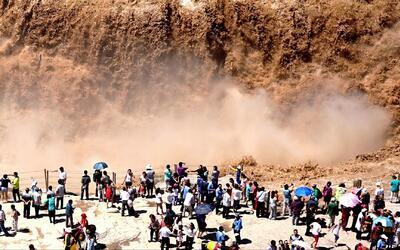 En video: Impresionantes imágenes aéreas de una gran cascada en China