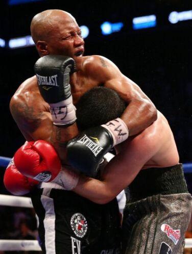 Judah se vio bien en los últimos tres rounds, logró poner en malas condi...