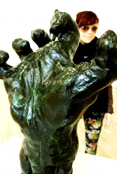 Wow, necesito una mano así de firme para poder alcanzar mis sue&n...