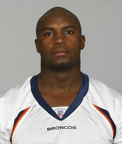 Broncos sustituyen a su capitánEl linebacker D.J. Williams fue despojado...