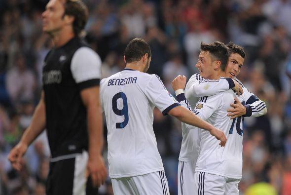 La jugada de Mesut Özil dio pie a que 'CR7' le regalara un gol a Benzema.
