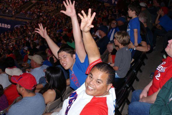Los fanáticos de la pelota caliente pudieron disfrutar de un gran partido.