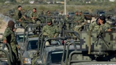 El personal militar llegó abordo de 170 camiones, pequeñas tanquetas y...