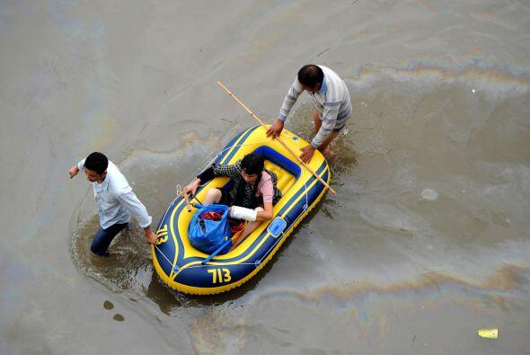 El tifón Fitow ha causado grandes inundaciones en China.  Al menos cinco...