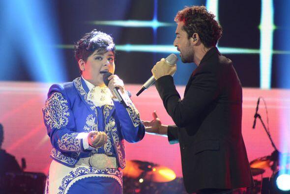 David Bisbal y Stephanie Guzmán a dueto en el escenario de Va Por...