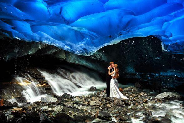 Esta pareja decidió celebrar su enlace en Alaska y tomarse sus primeras...