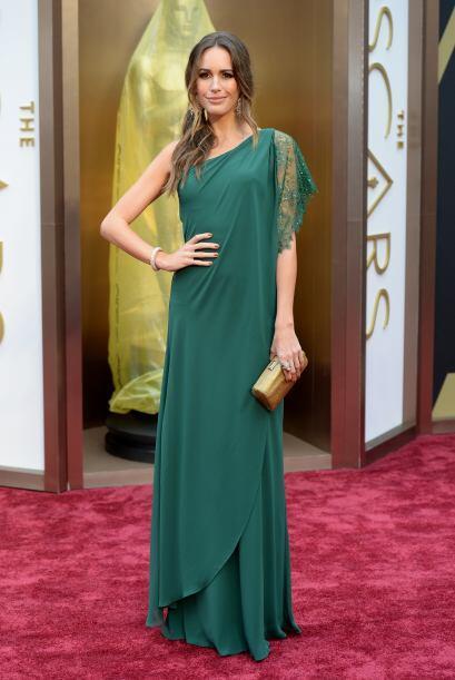 El vestido de Louise Roe hizo que su cuerpo se viera sin forma. ¡Muy mal!