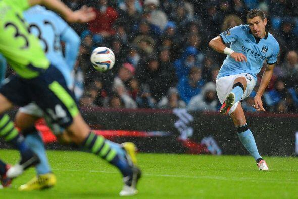 Al minuto 59 un error de Gareth Barry significó el autogol que igualaba...