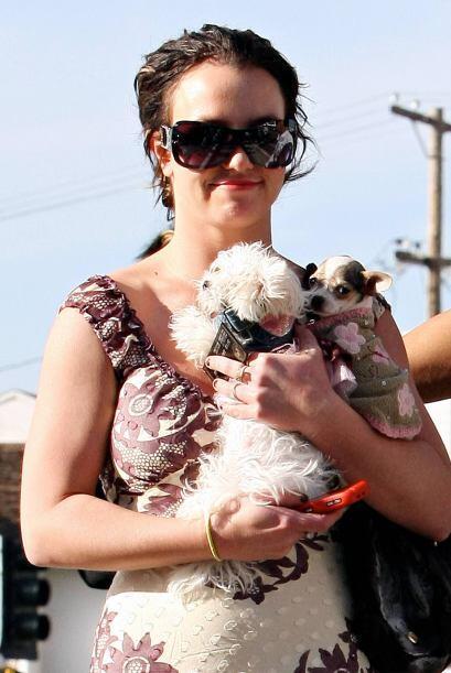 Britney Spears aparece con dos de sus tres perritos. La cantante cuida y...