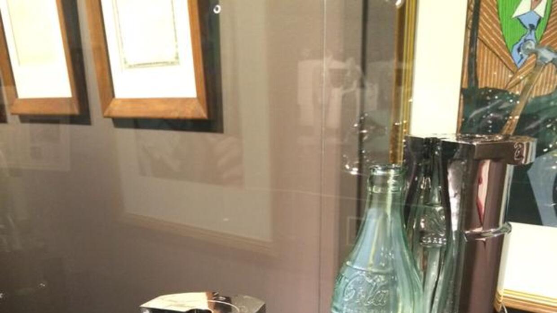 Florida: Se exhibe modelo de botella de Coca-Cola de 1915