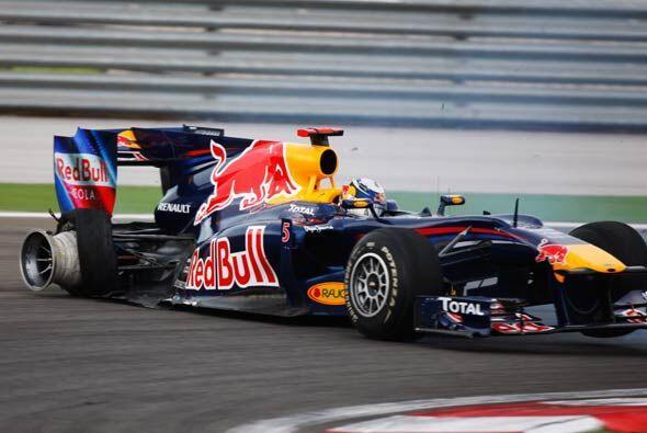 Así quedó el Red Bull de Sebastian Vettel, por lo que tuvo que abandonar...