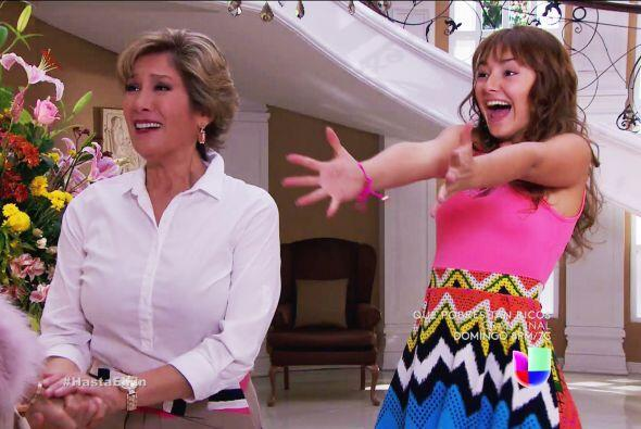 Tu madre y Daniela están felices por tu regreso a México Alexa. Quieren...