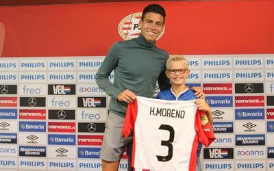 Héctor Moreno presentado con el PSV