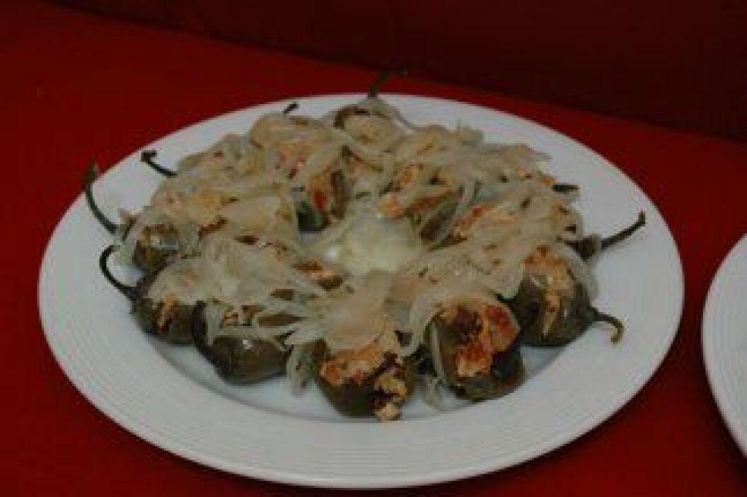 CHILES JALAPE'OS EN ESCABECHEImagina unos pequeños chiles jalapenos rell...