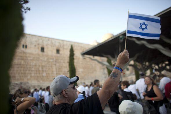 1. El Producto Interno Bruto (PIB) combinado de Israel ($213,000 millone...