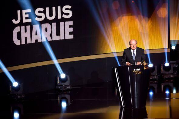 Blatter se dio tiempo de hablar de los sucesos acontecidos en el periódi...