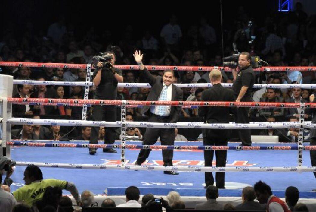 Antes de que Márquez subiera al ring, varios campeones y excampeones fue...