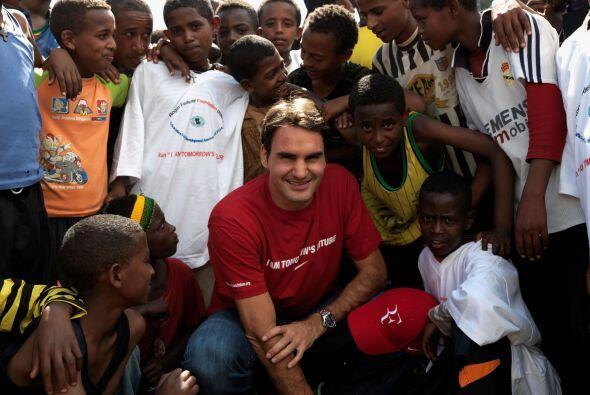 Más allá del tenis, el suizo es un gran altruista. En diciembre del 2003...