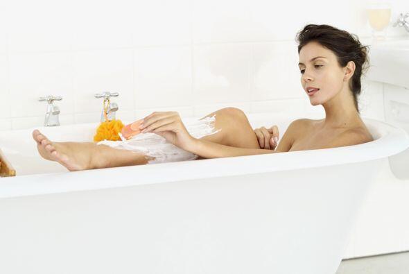 Date un baño. Antes de afeitarte, dedica unos minutos a relajarte...