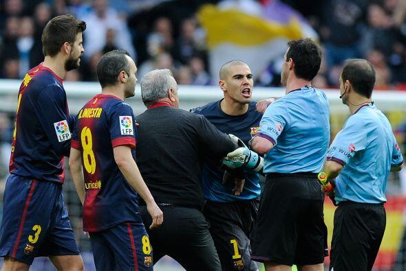 Valdés se pasó de todo y en pocos segundo vio la amarilla y después la r...