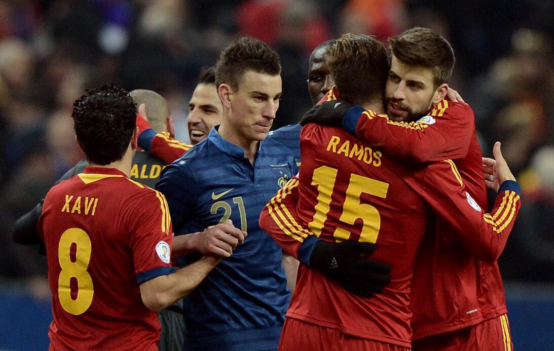 Amigos y Rivales, en mundos desiguales: Ramos y Piqué GettyImages-164709...