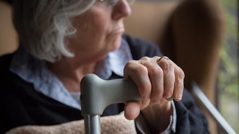 La enfermedad de Alzheimer que, se cree, es causada por una acumulaci&oa...