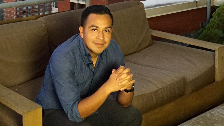 El activista César Vargas se convirtió en el primer indocumentado en el...