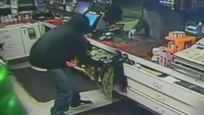 Roban miles de boletos de lotería para raspar en licorería del sur de Ca...