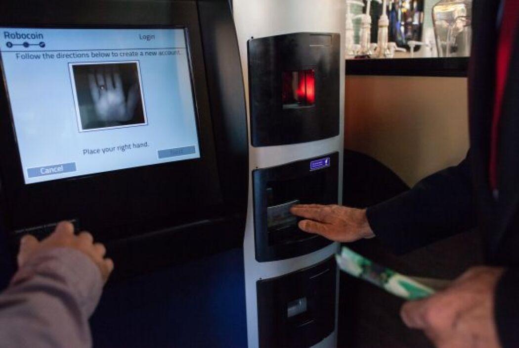 El BitCoin es una divisa virtual y sin control de los bancos centrales....