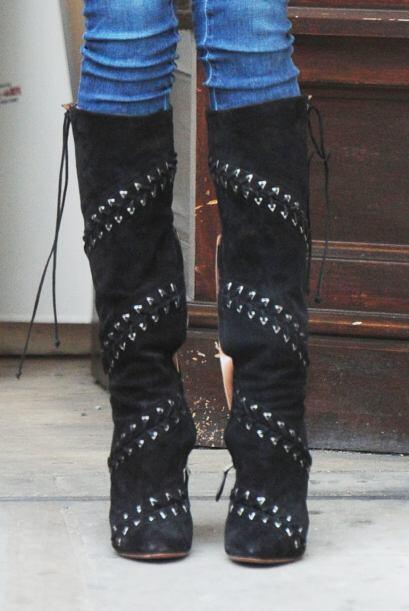 El poder de sus botas hizo que estilo urbano resaltará.