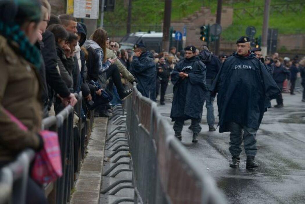 Las medidas de seguridad impidieron el paso a personas en busca de fotos...