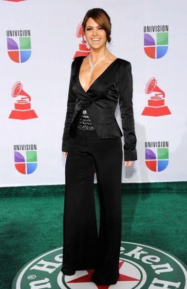 Lucero es otra latina que nos encanta porque procura traer un estilo sie...