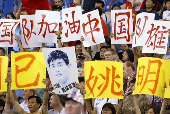 Pronto Yao se convirtió en la estrella de los Rockets y de toda C...