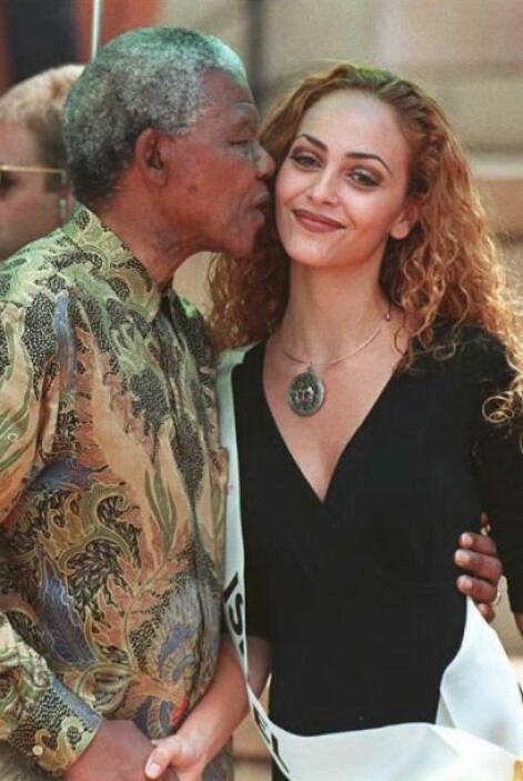 También estuvo presente en el mundo de las pasarelas, aquí con Miss Isra...