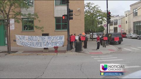Activistas conmemoran la matanza del dos de octubre en el consulado mexi...