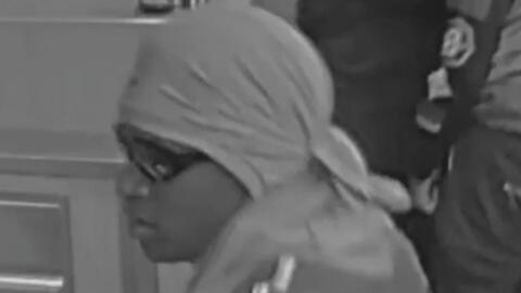 Buscan a tres sospechosos que asaltaron un restaurante en el noroeste de...