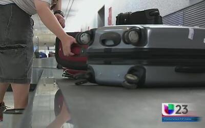 Arrestan a hombres que robaban maletas en aeropuerto de Miami