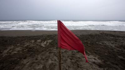 Bandera roja en el Pacífico mexicano por el huracán Patricia.
