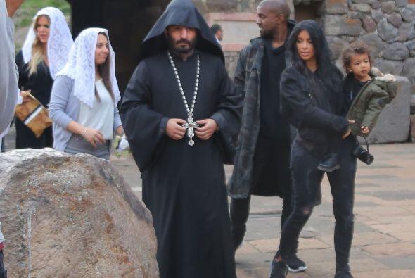 Las primas de Kim y Khloé han ayudado a las Kardashian a visitar los lug...