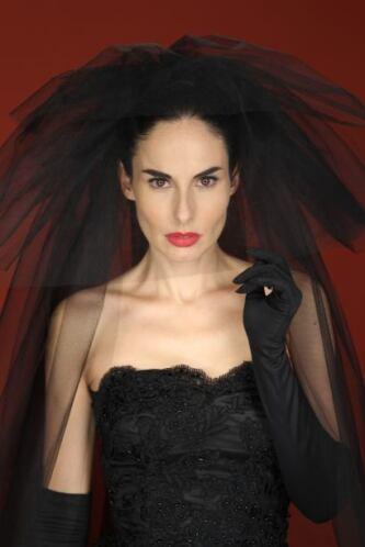 Disfruta de la sensualidad y gran belleza de esta joven actriz interpret...