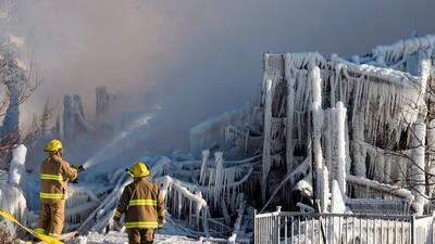 5 muertos y 30 desaparecidos en un incendio en casa de abuelitos