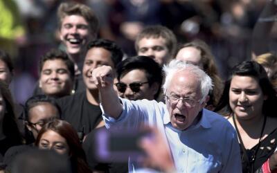 Bernie Sanders da un discurso en un mitin en Vista, en California.
