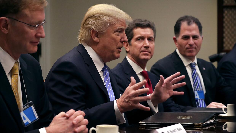 Trump asegura que pondrá un impuesto para los productos que se fabriquen...